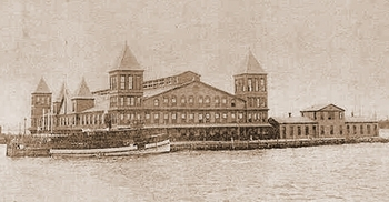 Ellis_Island_First_Bldg 1897.JPG